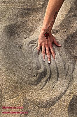 mano-movimiento-arena-bioperson